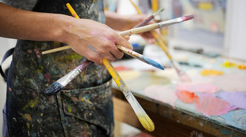 Why Schools Need to Incorporate Art Into Their Curriculum